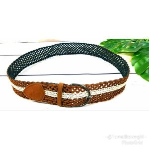 Belt braided leather with lace accent
